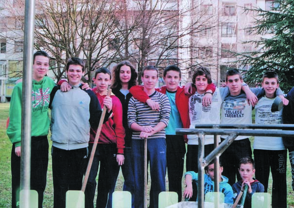"""Za mladost i zdravu sredinu: osnovci sa ,,Sarine međe"""" u svom parku"""