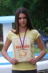 Ponos porodice Ilić i celog sela: Miljana Ilić sa medaljom i diplomom prvaka Srbije