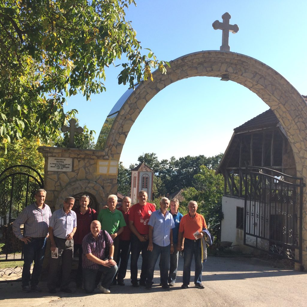 Jagodinsko bratstvo ispred manastira Zlatenac