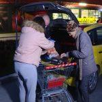 Jagodina organizovala pomoć volontera i besplatan taksi za penzionere posle kupovine
