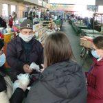 Podeljena zaštitna oprema prodavcima na Zelenoj pijaci i humanitarni paketi građanima