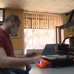 Zaposleni u jagodinskoj biblioteci proizvode vizire pomoću 3D štampača